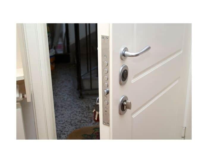 Modello di porta blindata