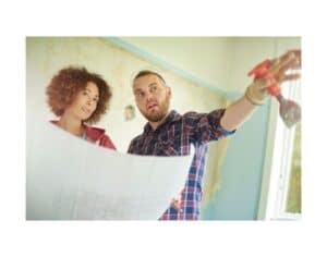 Coppia che ristruttura casa