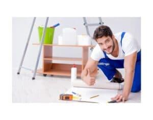 Muratore che ristruttura casa