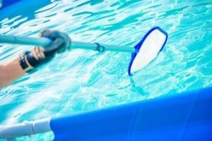 Come pulire piscina interrata con retino